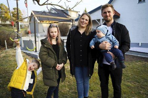 RIKE PÅ BARN: Silje Heggen Bjerge og Ole Fredrik Bjerge ønsket seg en barnerik familie. De koser seg med Emily (9), Evander (7) og Casper (7 måneder)