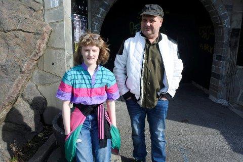 HJEMME HOS: Morten Lund og Amalie Lund utenfor inngangen til det legendariske Rockehuset.