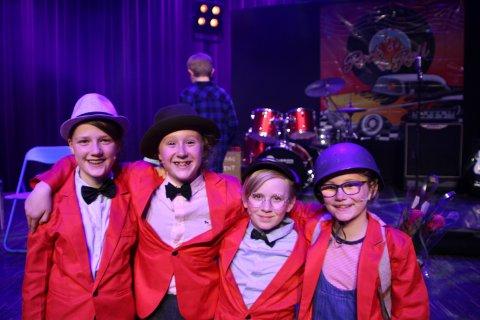 OLSENBANDEN: Thale Bjerke (f.v), Elise Christine Kristensen (11), Alma Veslemøy Øverby Svendsen (11) og Norah Larsen Hannestad (10) var utrolig fornøyde med forestillingen.