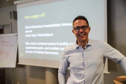 Emil Johansson er daglig leder for McDonalds i Halden. Han kom med offensive tanker om utviukling av Svinesundparken.