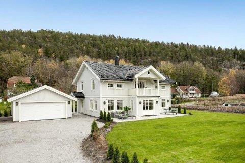REDUSERT PRIS: Etter at huset ikke ble solgt i høst, er nå prisen satt ned med hele 1,1 millioner kroner.