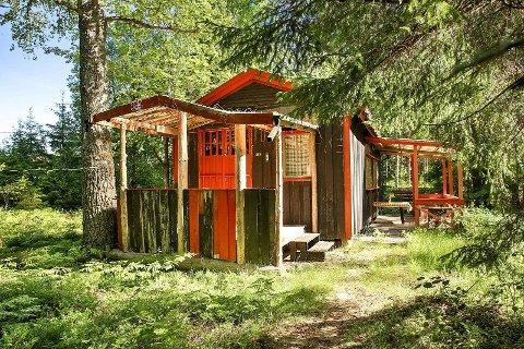 BILLIG HYTTE: Denne hytta kan bli din for 350.000 kroner. Hytta ligger på Prestenga ved Iddefjorden.