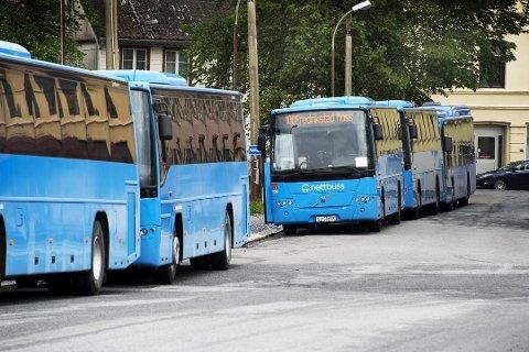 Etter elleve dager med streik vil bussene gå igjen fra klokken 12 torsdag.