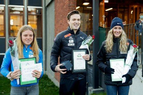Karsten Warholm (i midten), Henriette Jæger (til v.) og Hedda Hynne (til h.) fikk tirsdag priser i forbindelse med friidrettsforbundets marked- og mediedager i Oslo