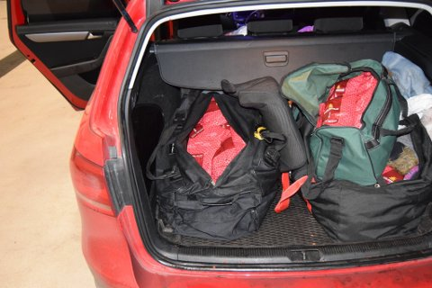 Vannpipetobakken lå i disse baggene i bagasjerommet.