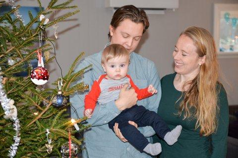 NY SJEF I FAMILIEN: Viljard gleder seg til sin aller første jul sammen med foreldrene Vegard Utne og Ingrid Bøe Jacobsen.