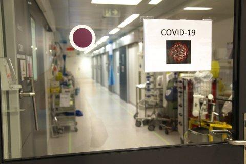 INNLAGT: Totalt 17 pasienter er nå innlagt på Sykehuset Østfold med påvist covid-19. Foto: Sykehuset Østfold