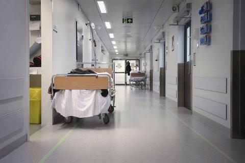 KAPASITET: Sykehuset Østfold kan på kort tid tilpasse driften til å ta imot 100 korona-syke pasienter. Foto: Terje Holm