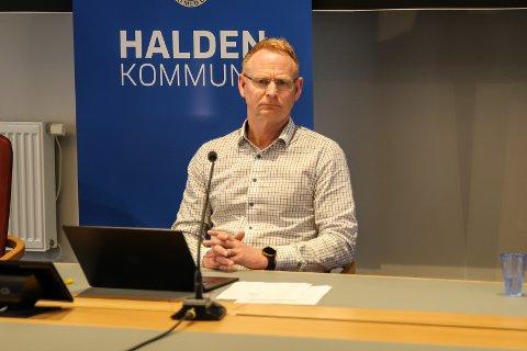 SENDTE BREV:Kommunedirektør Roar Vevelstad har i et brev til kommunestyret informert om at han ikke kan finne noe informasjon om at Henrik Rød har styreverv eller akser i Halden Utvikling AS.