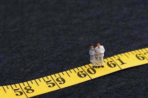 Fyller 60 år: – Med ett er pensjonsplanlegging, barnebarn og Ripasso blitt yndede samtaleemner. Det må ha noe med alderen å gjøre!, skriver Hans-Petter Kjøge i dagens Signert. Illustrasjonsfoto: Colourbox