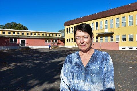 UT APRL: Hjortsberg-rektor Ann Kariin Depui tror ikke skolene åpner etter påske. Hun tror det kan bli aktuelt at hjemmeskole fortsetter ut april.