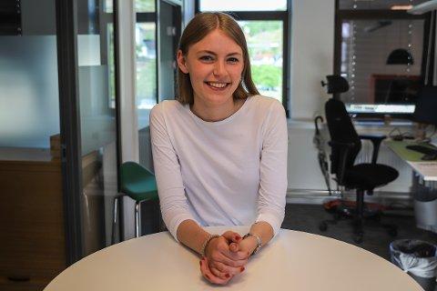 19 SEKSERE: Anna Grude Kristiansen (18) har akkurat fullført videregående skole og går ut med imponerende 19 av 20 seksere på vitnemålet.