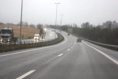 Bildet er fra E6 ved Jessheim og er tatt ved en tidligere anledning. Foto: Kjell Aasum