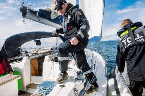 Tollerne kontrollerte en rekke båter i løpet av pinsehelgen. Bildet er fra kontroll av en annen båt enn der det ble funnet narkotika.