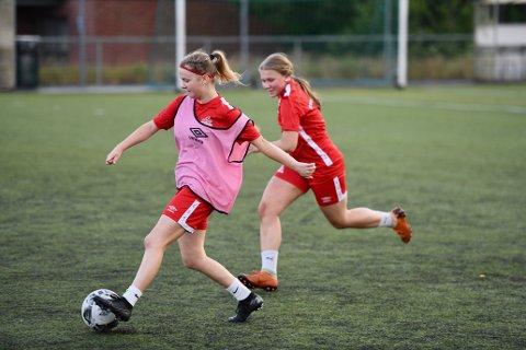 SESONGSTART: Kvik Haldens damelag starter sesongen på søndag. Oppkjøringen til sesongen har vært god, men de skulle gjerne ha vært flere spillere på laget.