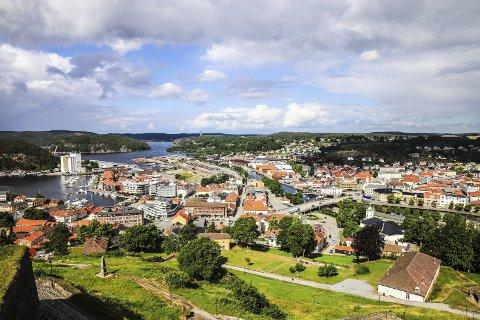 Byen vår: – Det er faktisk veldig bra å bo i Halden! Særlig sett fra Dronningens bastion. Foto: Hans-Petter Kjøge