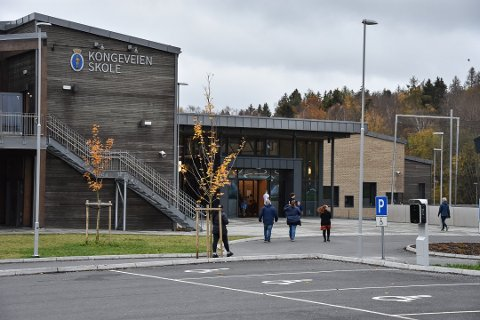 FÅ SØKERE: Det har vært få søkere til rektorstillingen på Kongeveien skole, men nå har kommunen ansatt ny rektor.