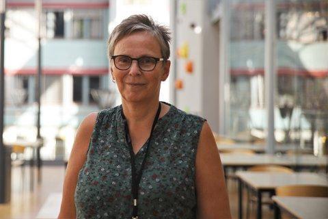GODT FORBEREDT: Kristin Støten, rektor hos Halden videregående skole, har det meste på stell i forkant av skolestart mandag 17. august.
