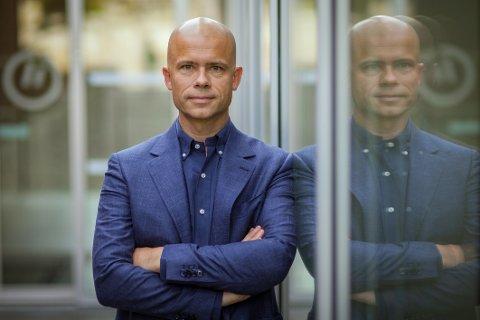 Rektor ved Høgskolen i Østfold Lars-Petter Jelsness-Jørgensen ser aktsomt på å droppe avstandsreglene i undervisningsrommene.