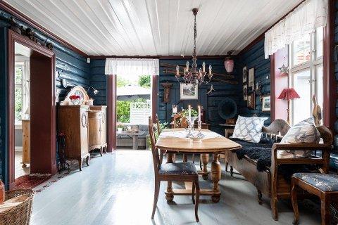 Gjennom 35 år har Ståle og Christin Julseth jobbet med å renovere hjemmet sitt i Prætorius Gate på Holmen i Fredrikstad. Nå er huset lagt ut for salg.