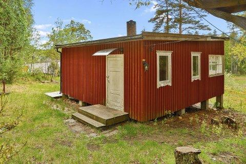 SPONVIKA: Det er faktisk mulig å få kjøpt seg en hytte i Sponvika til under én million kroner. Men da må du ikke være for kresen, med mindre du er villig til å legge ned enten mye tid eller penger til å pusse hytta opp til moderne standard.
