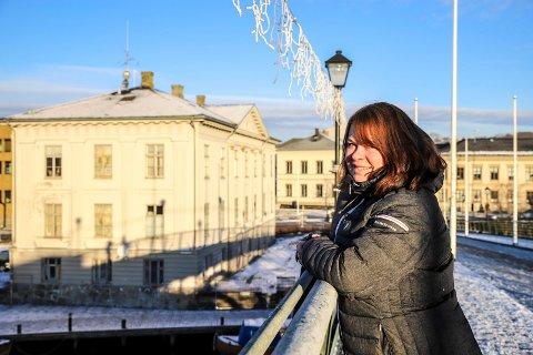 FORNØYD: – Det er veldig gledelig å se tallene denne uka. Nå gjelder det å fortsette den gode jobben folk gjør slik at trenden fortsetter, sier Kjersti Gjøsund som er kommuneoverlege i Halden.