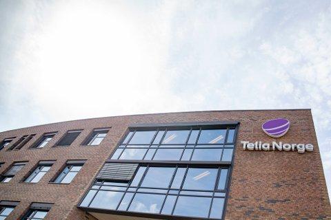 Flere tusen Telia-kunder har vært uten internett og TV etter et alvorlig fiberbrudd.