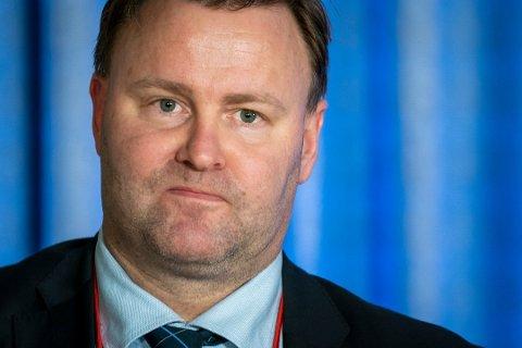BEKYMRINGSFULLT: - Smitteutbruddet i Halden er bekymringsfullt. Først og fremst fordi en mer smittsom virusvariant er involvert, sier Espen Nakstad som er assisterende direktør i Helsedirektoratet.
