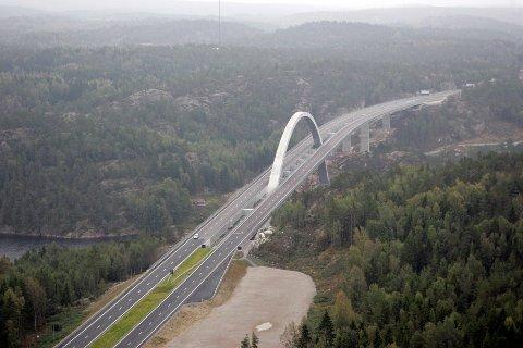 Svinesund, 20050920. Den nye Svinesundbrua på grensen mellom Norge og Sverige. Foto: Cornelius Poppe / NTB