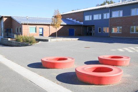 Mange elever og familier ved Tistedal skole berøres av at de må i karantene.