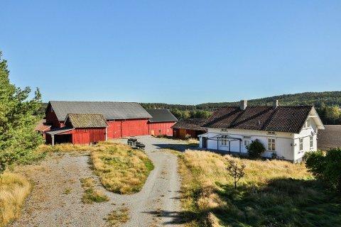 TIL SALGS: Denne gården i Berg skal nå selges. Mange har vist sin interesse, både lokale og folk utenbys fra.