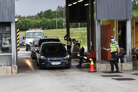 Søndag ettermiddag var det ved 16-tida forventet 20 minutters ventetid for dem som ønsket å passere over grensestasjonen på Svinesund.