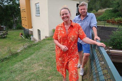 LEIETAKERE: Elisabeth Due og Robby Gundersen har tegnet kontrakt med Aremrk kommune.