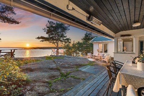 IKKE SOLGT:  Denne hytta i Mørvikveien har fått ny pris, etter at den er  satt ned med 1,1 million kroner.