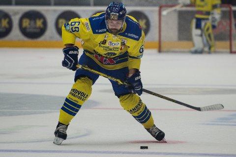 Storhamars Jimmy Andersson i aksjon under ishockeykampen mellom Stavanger Oilers og Storhamar  i DNB arena.