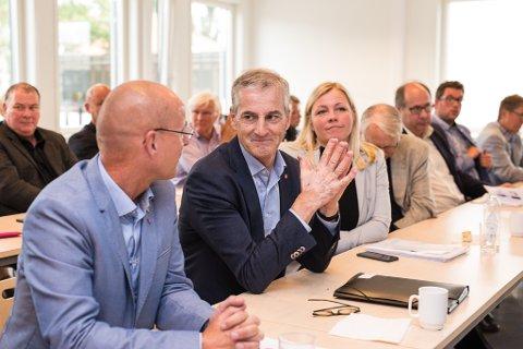 BESØK: Jonas Gahr Støre besøkte Hamar og fikk høre om det bioteknologiske miljøet i regionen.