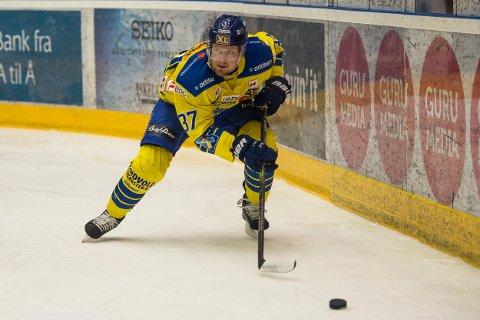 SCORET: Storhamars Lars Løkken Østli, her i aksjon under en tidligere kamp. (Foto: Carina Johansen / NTB Scanpix)