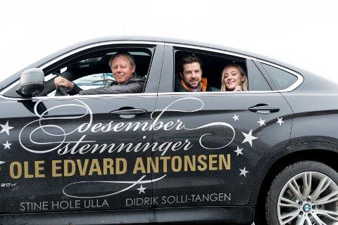 MYE TID: – Vi skal tilbringe mye tid sammen i denne bilen, sier Ole Edvard Antonsen. I baksetet: Didrik Solli-Tangen og Stine Hole Ulla.