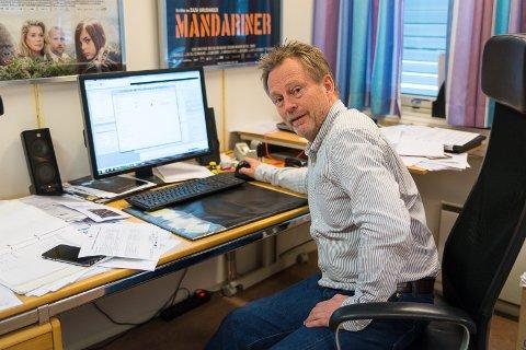 PENE TALL: På PC-skjermen til kinosjef Espen Jørgensen står tallene som viser at kinoen går svært godt.