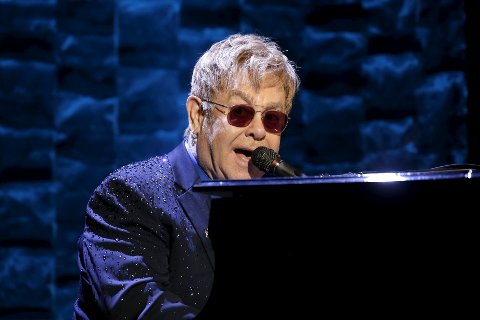 TIL HAMAR: Sir Elton John spiller på Stortorget neste sommer.