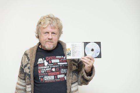 NY CD: Produsent Roy Arne Engebakken med den femte «Tett på Hamar»-CDen. (Foto: Jo E. Brenden)