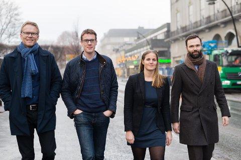 VINN-VINN: – Trainee-ordningen er vinn-vinn for Innlandet, mener f.v. Dag Arnesen, Ole Andreas Haukåsen, Camilla Mæland og Magne Nordgård.