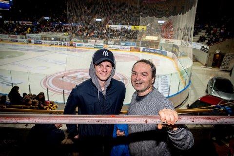 GUTTETUR: Sønn Joakim og far Tomas Prikasky på guttetur fra Trysil. Tomas er tjekkisk, og vet hva ishockey dreier seg om.