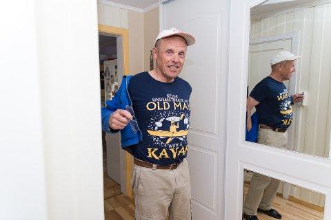 BUDSKAP: T-skjorta til Øivind ber folk om ikke å undervurdere gamle menn i kajakker.
