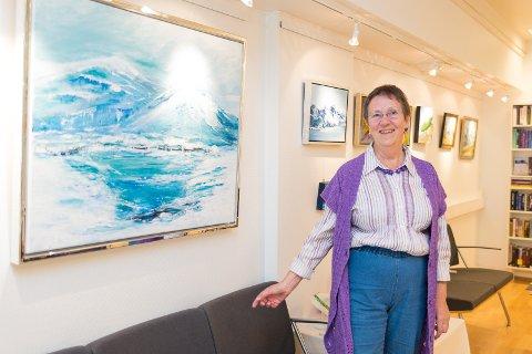 FARGERIKT: Når Turi Hauge maler er hun ikke redd for å bruke sterke farger.