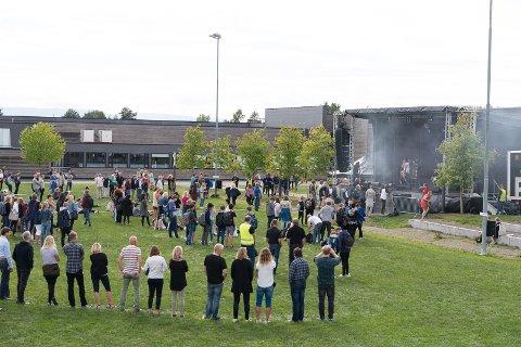 STOR SLETTE: Siste del av festivalen foregikk på sletta utenfor Hamar katedralskole.