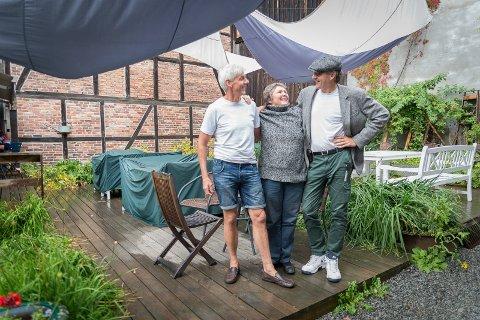 STEMNING: Lars Meyer, Kirsti Hougen og Lars Rogne lover en stemningsfull helg med filmer i bakgården hos Tante Gerda.