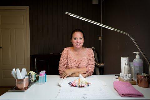 PÅ EGNE BEIN: Linnéa Ohlén har etablert egen negledesignbedrift i Hamar.
