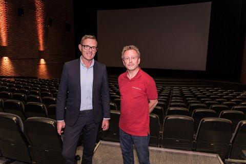 RUSTET OPP: Tor Rullestad og Espen Jørgensen i sal 1, som skal få nytt ventilasjonsanlegg.
