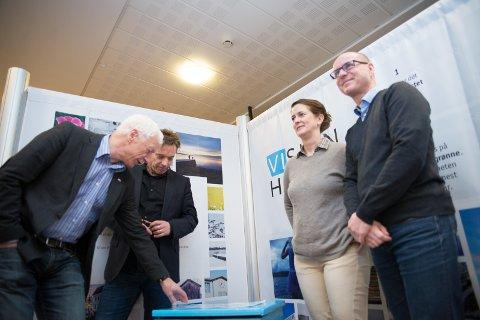 NY RETNING: F.v. ordfører Einar Busterud, rådmann Bjørn Gudbjørgsrud, Katrine Aalstad (MDG) og Morten Aspeli (Arbeiderpartiet).